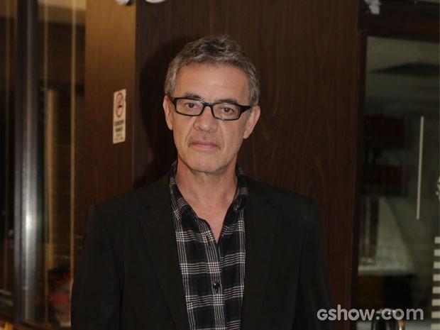 Jean Pierre Noher se apressou para assistir ao primeiro capítulo (Foto: Fábio Rocha / TV Globo)