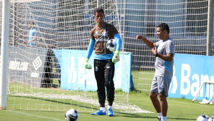 Matheus terceiro goleiro Grêmio (Foto: Eduardo Moura/GloboEsporte.com)