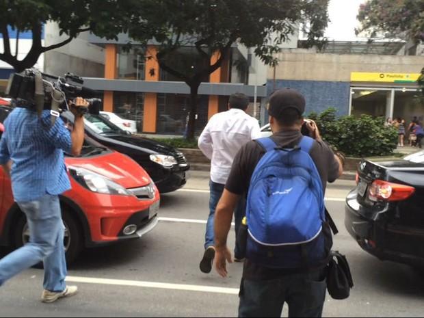 Iraniano foi embora sem falar com a imprensa (Foto: Isabela Leite/G1)