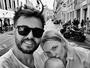 Marido de Carol Trentini posta foto em família: 'Turistando'