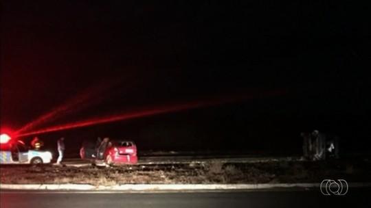 Menina de 8 anos morre em acidente entre carro e ambulância na GO-139