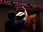 Após cinco semanas fechada, Bolsa de Atenas volta a operar