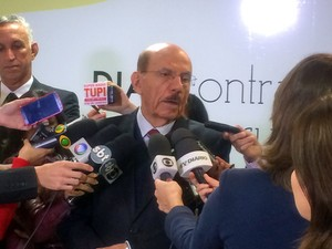 O ministro da CGU, Jorge Hage, durante entrevista na qual anunciou que deixará o cargo (Foto: Paulo Melo/G1)