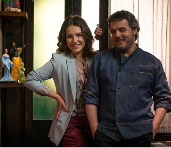 Kéfera e Cássio Gabus Mendes no filme Gosto se discute: chef interpretado por ele perde o paladar (Foto: Divulgação)
