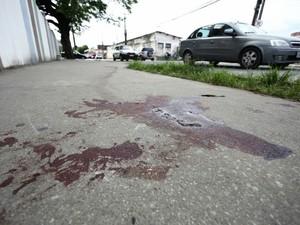 Tentativa de assalto deixou feridos em uma casa lotérica no bairro do Farol (Foto: Jonathan Lins/G1)