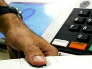 Leitor deve posicionar o dedo corretamente sobre o leitor, conforme a imagem acima  (Foto: Divulgação / TRE-PR)