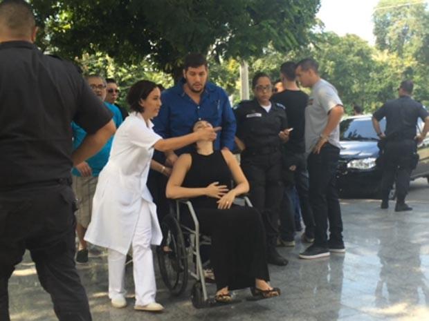 Mulher de policial encontrado morto passou mal em velório em Sulacap (Foto: Matheus Rodrigues / G1)