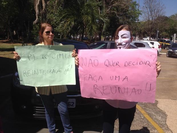 Produtoras rurais protestam em frente à governadoria (Foto: Anderson Viegas/ G1 MS)