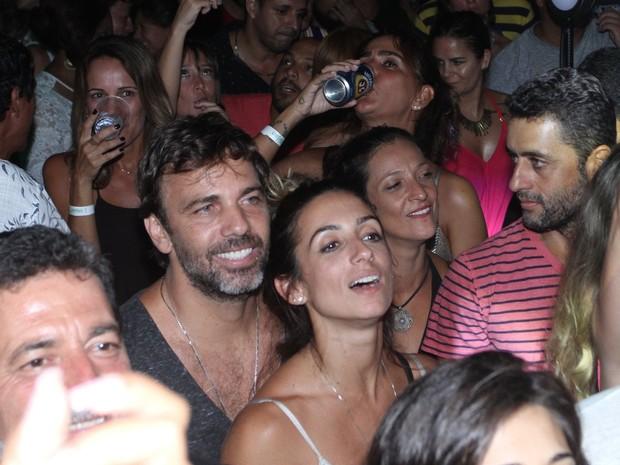 Camila Lucciola e Marcelo Faria em show na Zona Portuária do Rio (Foto: Thyago Andrade/ Brazil News)