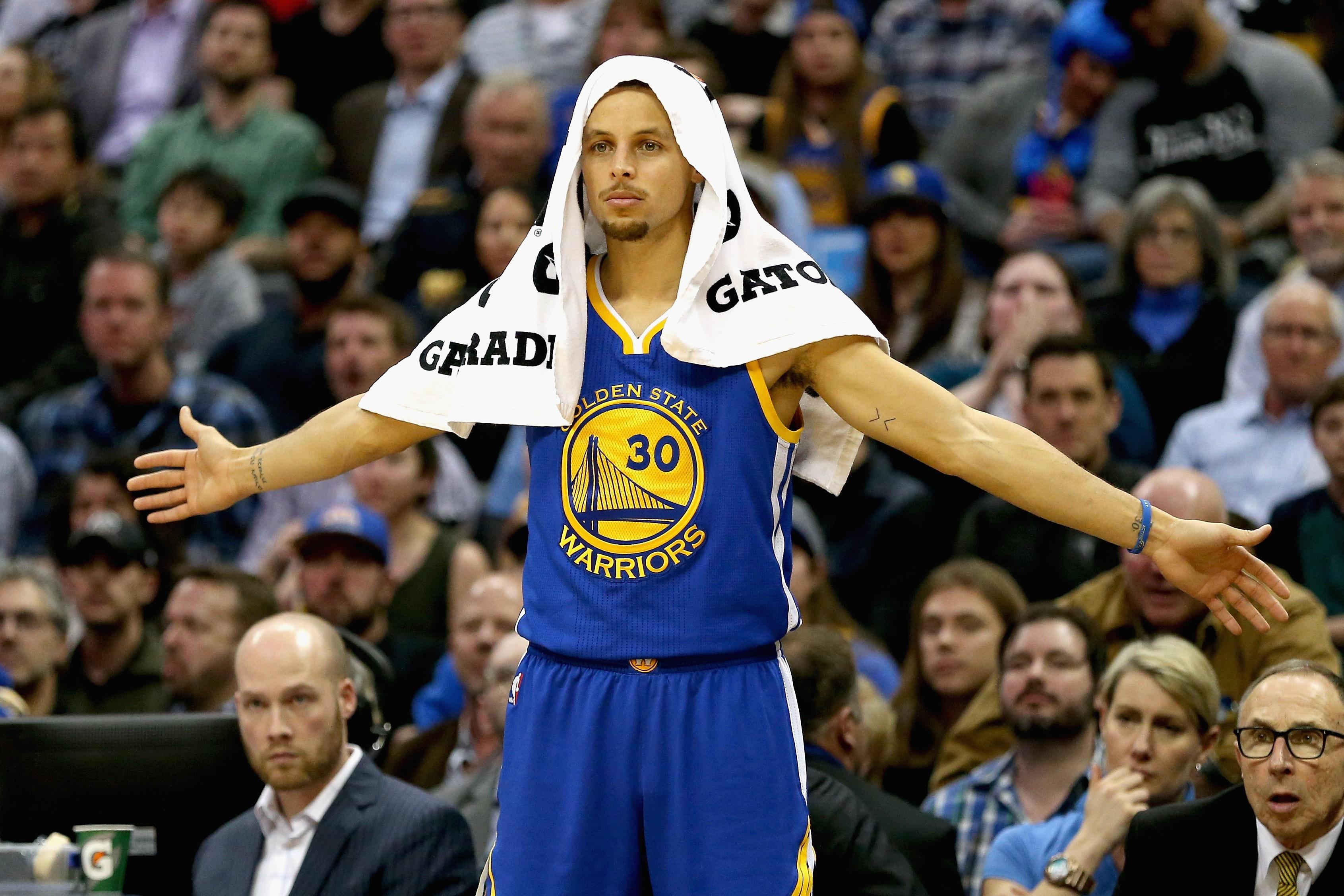 Stephen Curry quer dar assistências também fora das quadras (Foto: Getty Images/ Matthew Stockman)