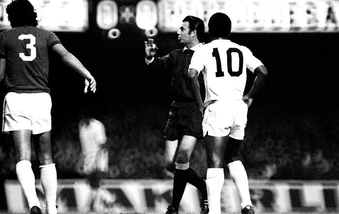 árbitro armando marques Pelé (Foto: Agência Estado)