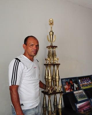 o zagueiro Ernui viveu os melhores anos do Azulino (Foto: Emerson Rocha)