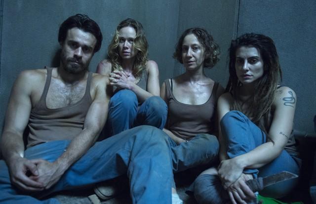 Cléo e os colegas de elenco (Foto: Divulgação)
