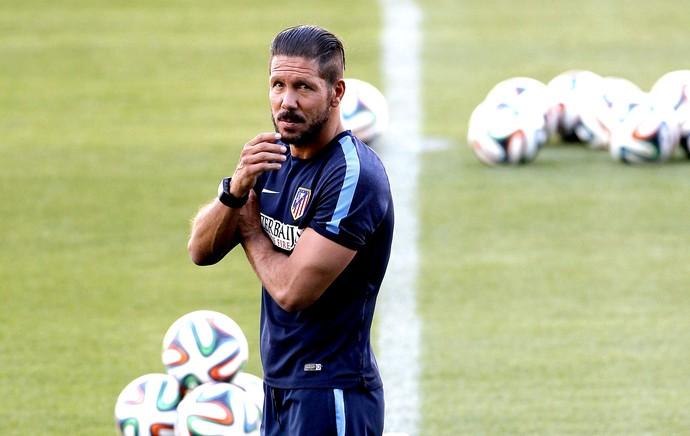 Diego Simeone no treino do Atlético de Madrid (Foto: EFE)