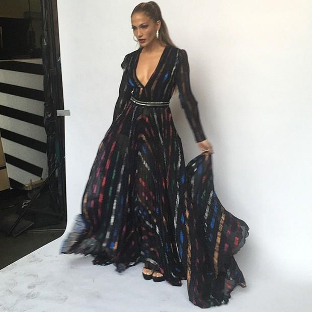 Jennifer Lopez exibe look usado em programa de televisão (Foto: Instagram/ Reprodução)
