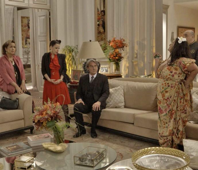 Os Abdala ficam surpresos com a notícia (Foto: TV Globo)