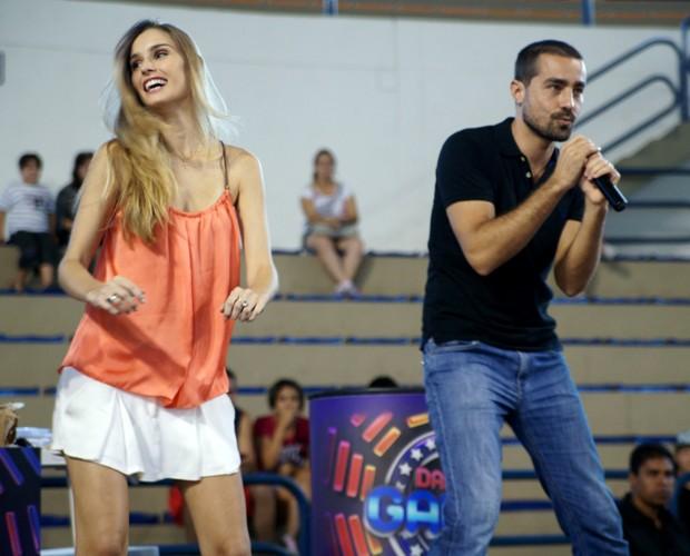 Raquel dança ao lado de Ricardo Pereira na audição (Foto: Domingão do Faustão / TV Globo)