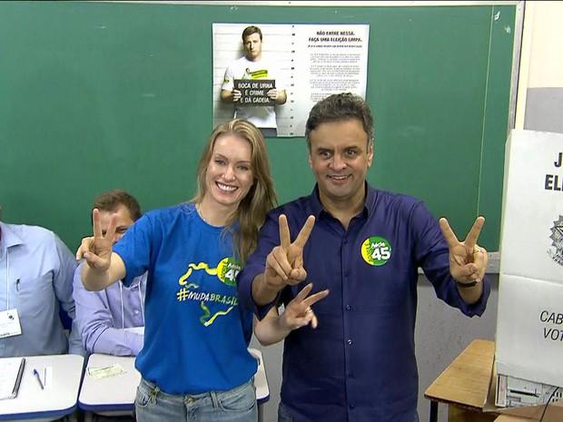 aecio9 20141026103209 Acompanhado da mulher, Aécio vota em Belo Horizonte