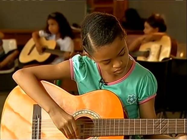 Izabele Pantoja, de 10 anos, é beneficiada pelo Criança Esperança. Ela mora no bairro do Guamá, em Belém. (Foto: Reprodução / TV Liberal)