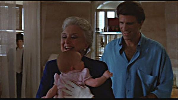 A suposta cena com o fantasma em Três Solteirões e Um Bebê (1987) (Foto: Reprodução)