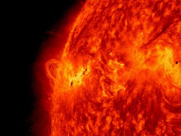 Imagem feita na última terça-feira (14), mas divulgada nesta quinta-feira (16), mostra explosão solar (Foto: Nasa/AP)
