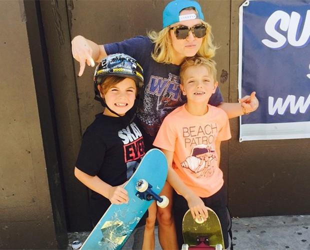 Britney Spears se diverte ao lado dos filhos Sean e Jayden James (Foto: Reprodução)