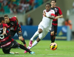 Fred contra o Vitória  (Foto: Alexandre Lops / Inter, DVG)
