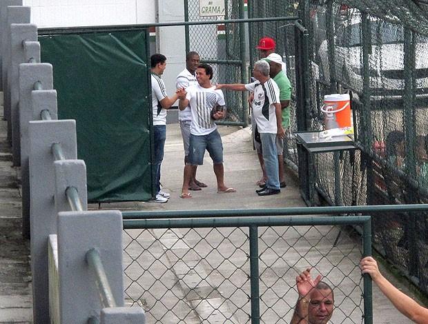 wellington nem chega sorridente no treino do Fluminense (Foto: Janir Junior / Globoesporte.com)