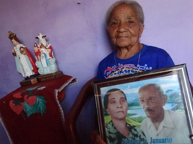 Dona Raimunda de Souza mora onde viveu Chiquinha Gonzaga, irmã do velho Lua.  (Foto: Luna Markman / G1 PE)