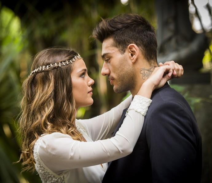 Uodson e Alina vão subir no altar (Foto: João Miguel Jr/TV Globo)