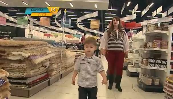 Compras com as crianças (Foto: Reprodução/RPC TV)