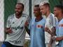 Jogadores do Jabaquara vibram com presente palmeirense após derrota