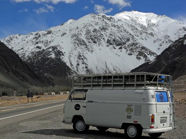 Registro da Kombi na Cordilheira dos Andes (Foto: Arquivo Pessoal / Fausto Stuqui)