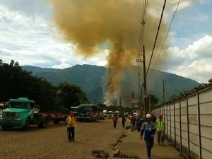 Área do incêndio precisou ser evacuada (Foto: G1)