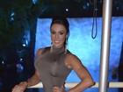 Gracyanne Barbosa posa de vestido justinho nos Estados Unidos