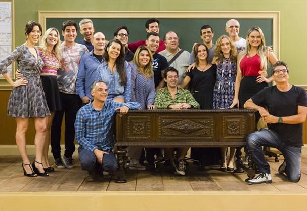 """Elenco completo da nova versão de """"Escolinha do Professor Raimundo"""" (Foto: Divulgação)"""