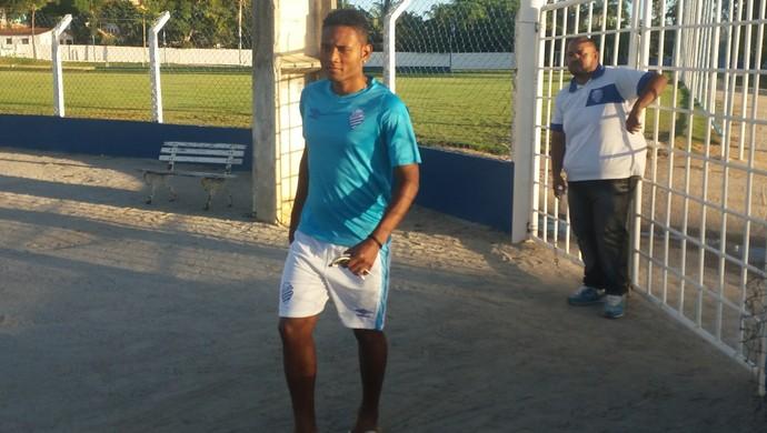 Rayro, lateral-esquerdo do CSA (Foto: Augusto Oliveira/GloboEsporte.com)