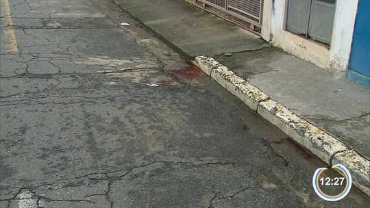 Jovem é morto e outros dois são baleados em Pindamonhangaba, SP