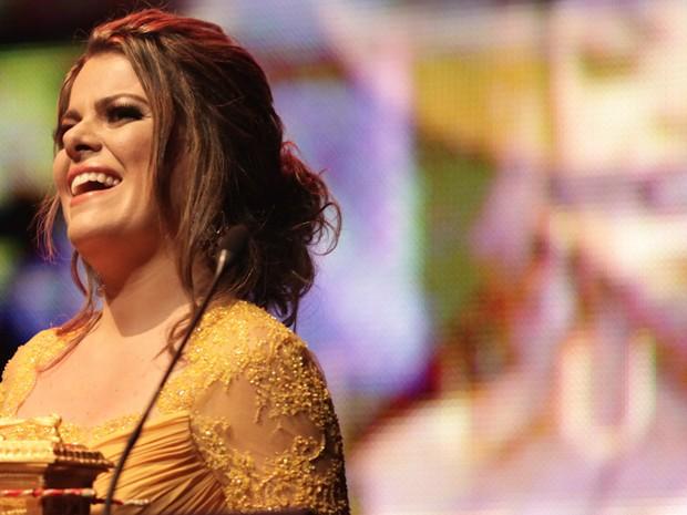 A cantora Ana Paula Valadão, do Diante do Trono, recebe o prêmi0o de Melhor Ministério no Troféu Promessas nesta quarta (5), em SP (Foto: Caio Kenji\G1)