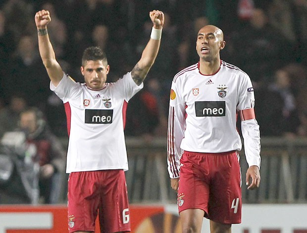 Javi Garcia e Luisao Benfica (Foto: EFE)