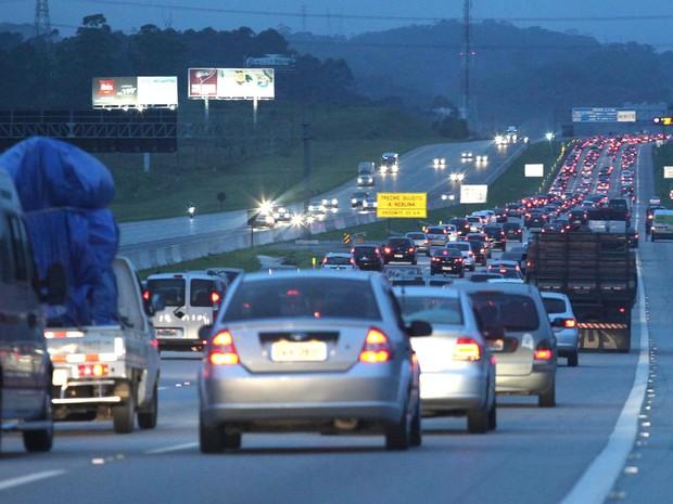 ef352e9a9996c Trânsito intenso na manhã deste sábado (14), na Rodovia dos Imigrantes em  São