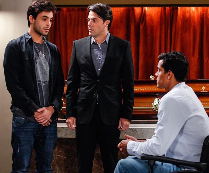 Fred pede perdão a Sérgio e Ivan (Foto: Artur Meninea/Gshow)