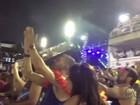 Carro da Tijuca que cedeu é aplaudido pela arquibancada na Sapucaí