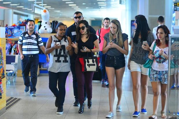 Anitta embarca no aeroporto Santos Dumont (Foto: William Oda / Agnews / Divulgação)