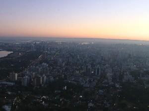 Dia deve ser firme nesta segunda-feira em Porto Alegre (Foto: RBSTV/Reprodução)