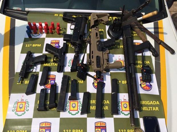 Armas, apreendidas, suspeitos, Porto Alegre, Zona Norte, Parque Germânia (Foto: Divulgação/BM)