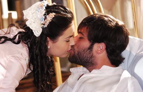 A atriz despontou como Ana,em 'Sinhá Moça', de 2006, na qual contracenou com Bruno Gagliasso João Miguel Júnior/TV Globo