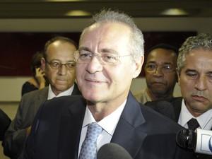 O senador Renan Calheiros antes da sessão desta sexta (1º) (Foto: Marcos Oliveira / Agência Senado)