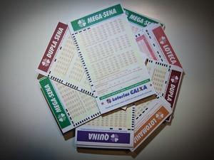 Cartelas de loterias. Mega-Sena, Dupla Sena, Quina, Lotomania, Loteca. sorte, prêmio, dinheiro, bolada, riqueza, dinheiro. -HN- (Foto: Caio Kenji/G1)