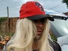 Jovem é preso suspeito de realizar roubo usando peruca (Reprodução/TV Anhanguera)